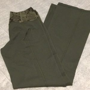 Lululemon groove pants iii size 6 new